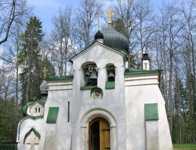 euroArt: Church of the Savior, on the Abramtsevo estate, designed by Viktor Vasnetsov and Vasily Polenov, completed 1881–82