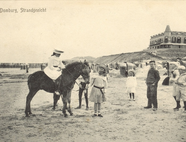 euroArt: The Beach at Domburg with Beachhotel ca. 1900