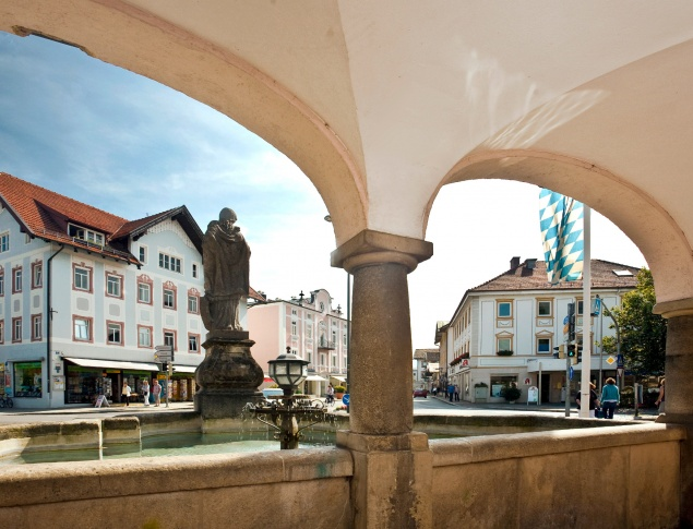 euroArt: fountain market place Prien am Chiemsee © Berger